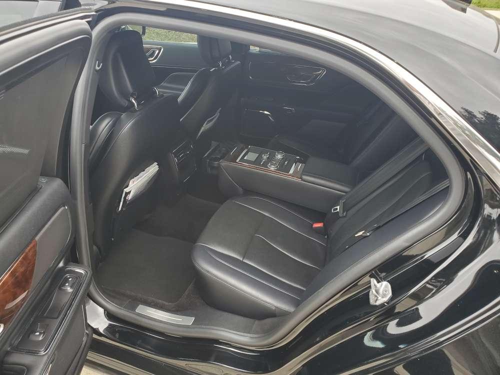 2018-Lincoln-Continental-interior