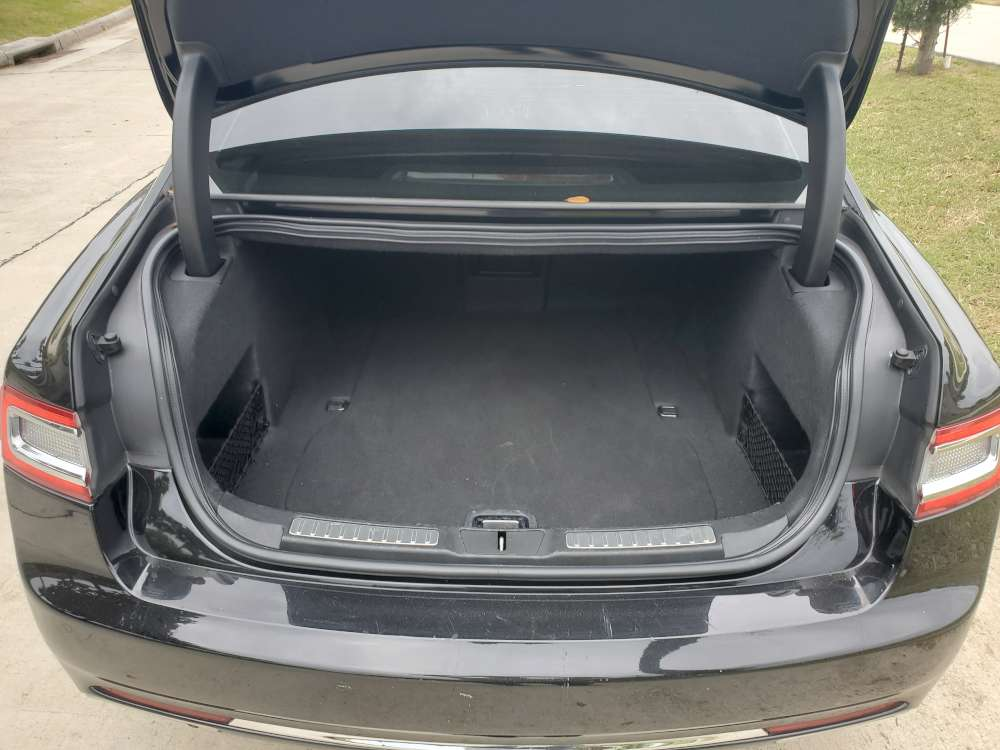 2018-Lincoln-Continental-trunk